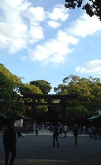 明治神宮と秋空