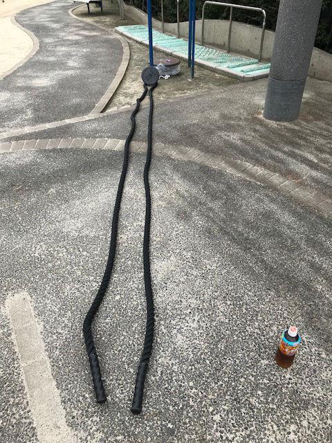 公園でバトルロープ
