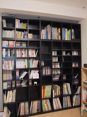 ピアノ室本棚1