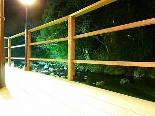 川床料理風景