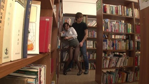 図書館で媚薬オナニー&SEX (5)