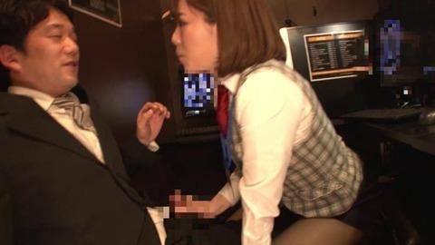 ねっとりフェラで虜にするソソる女子店員 (40)