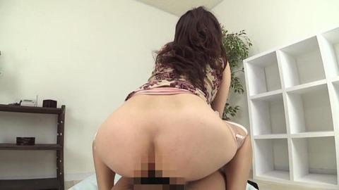 豊満デカ尻タイトスカートで挑発する美女 (48)