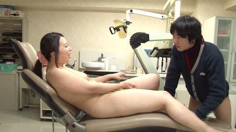 歯科助手をしている兄貴の嫁さん (40)