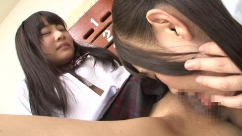 篠宮ゆりと小西まりえのレズ画像09枚目