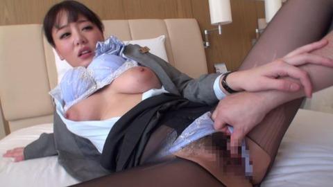 浜崎真緒のCAコスプレエロ画像-007