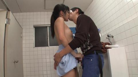 公衆トイレでバイブオナニーする人妻 (42)