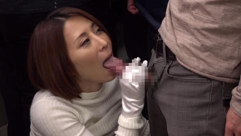 痴漢してくる小悪魔美淑女 (38)