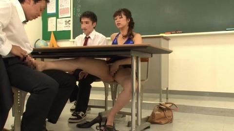ボディコンで教師を誘惑する変態妻-31