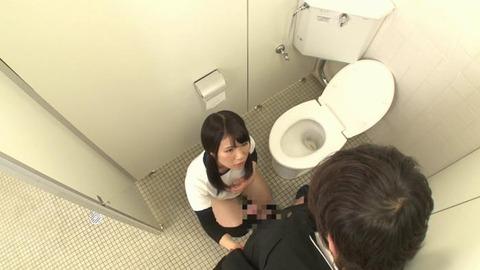 おしっこを我慢するブルマ女子とトイレでSEX (29)