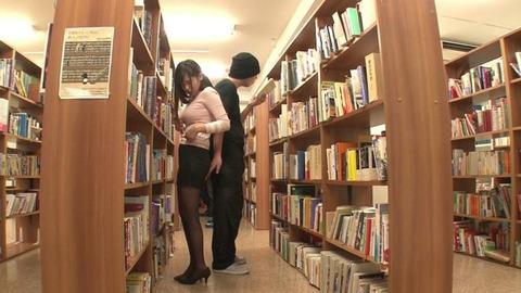 図書館で媚薬オナニー&SEX (36)