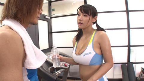 爆乳AV女優、澁谷果歩 (32)