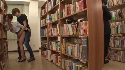 図書館で媚薬オナニー&SEX (19)