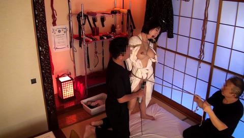 拘束されながら変態絶頂を求める女たち-025