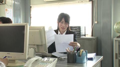 ソソる高飛車女子社員を媚薬でおとす! (2)