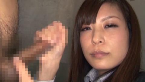 勤務中に手コキする淫乱OL-017