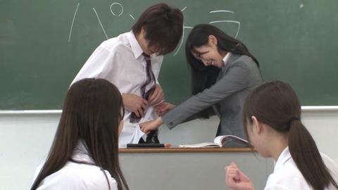 巨乳女教師とハーレムセックス画像-004