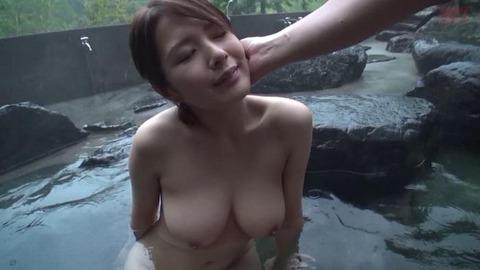 人妻との温泉中出しの旅 (16)