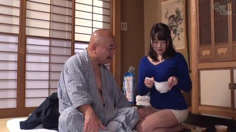 涼川絢音が義父と咀嚼プレイ-008