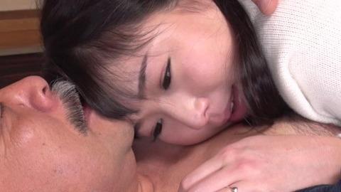 涼川絢音が義父と咀嚼プレイ-019