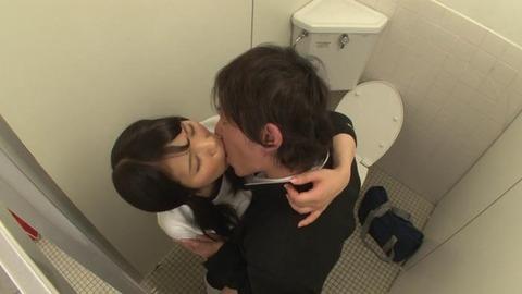 おしっこを我慢するブルマ女子とトイレでSEX (34)