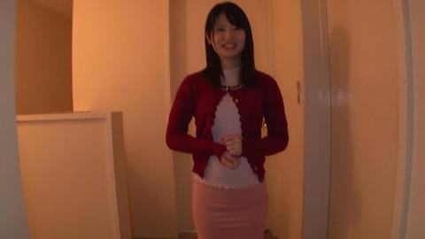 笑顔で童貞の筆おろしする素人妻 (31)