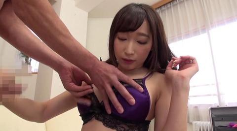 お色気ランジェリーで男を悩殺する美熟女 (18)