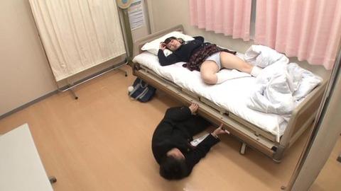 パンツ丸出しで熟睡してる女子生徒 (20)