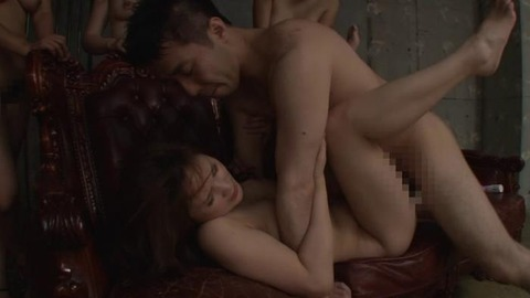 欲求不満な人妻がはまる乱交パーティー (18)