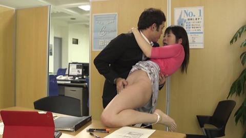 無防備な貧乳ノーブラ女子 (4)