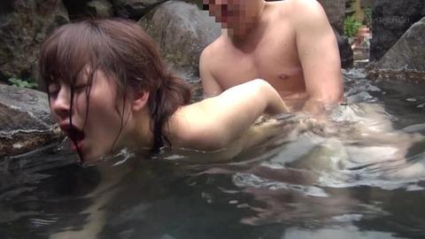混浴温泉痴漢 (30)