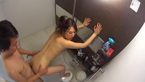 スレンダー真性どスケベ妻の中出し浮気セックス (26)