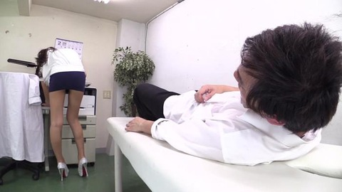 超ミニスカ黒ギャル藤本紫媛の挑発パンチラ (39)