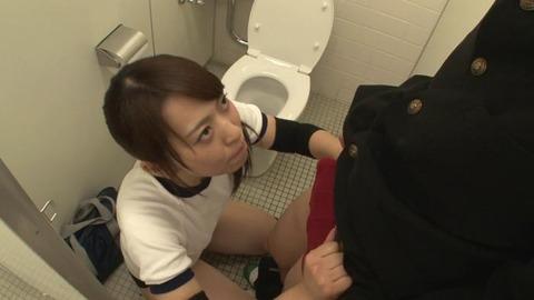 おしっこを我慢するブルマ女子とトイレでSEX (45)