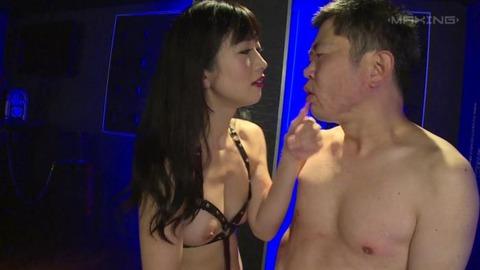 大槻ひびき (32)