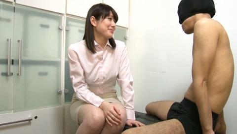 勤務中に手コキする淫乱OL-025