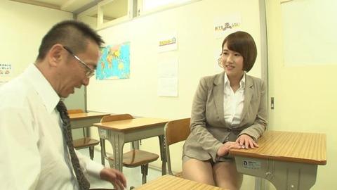 巨乳でソソる女教師 (37)