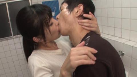 公衆トイレでバイブオナニーする人妻 (39)
