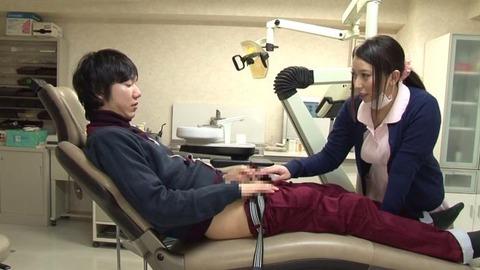 歯科助手をしている兄貴の嫁さん (31)