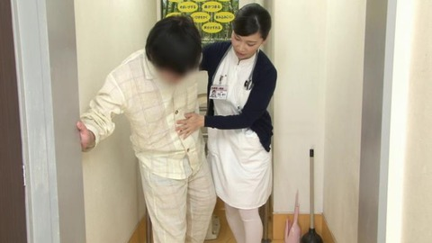 精液採取する淫乱ナース_023