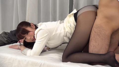 憧れていた取引先の美人社員と赤面sex-006