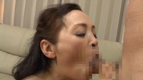 狂ったように喘ぐ美熟女のエロ画像33枚目