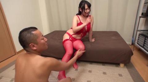 お色気ランジェリーで男を悩殺する美熟女 (6)