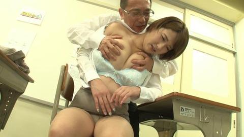 巨乳でソソる女教師 (39)