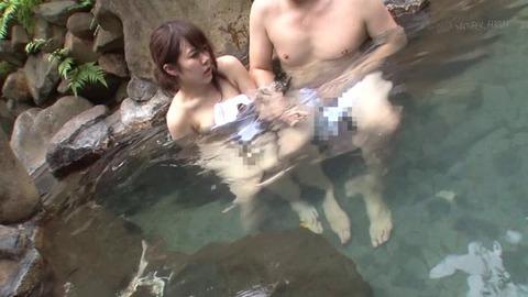 混浴温泉痴漢 (27)