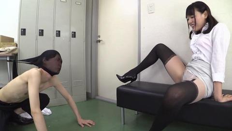豊満デカ尻タイトスカートで挑発する美女 (27)