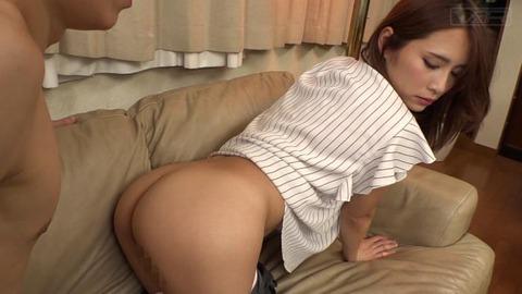 パンツスーツのデカ尻義母 (23)