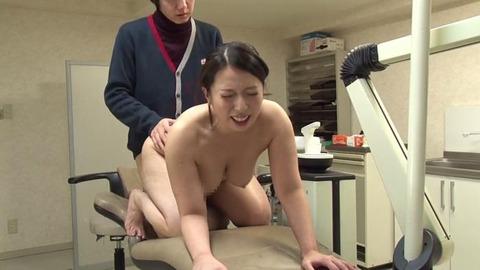 歯科助手をしている兄貴の嫁さん (49)