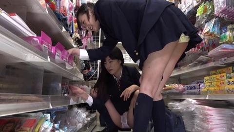 パンチラ誘惑してくる女子高生 (26)