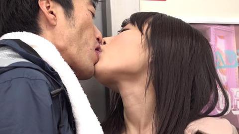 痴漢してくる小悪魔美淑女 (24)